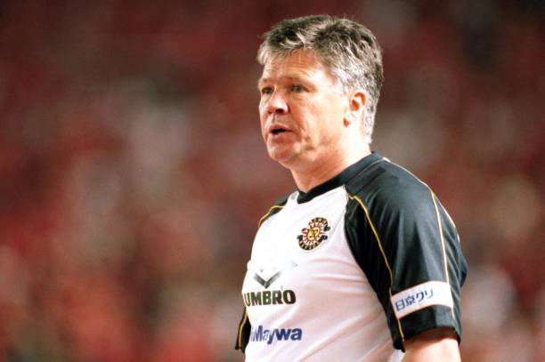 Steve perryman managing Kashiwa Reysol in Japan